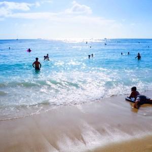 ビーチの波打ち際